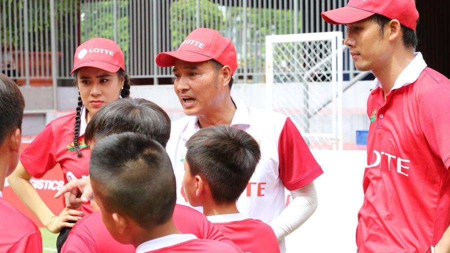HLV Nguyễn Hồng Sơn và 2 bảo mẫu chính thức 'truy tìm' chân sút tài năng Cầu thủ nhí 2020