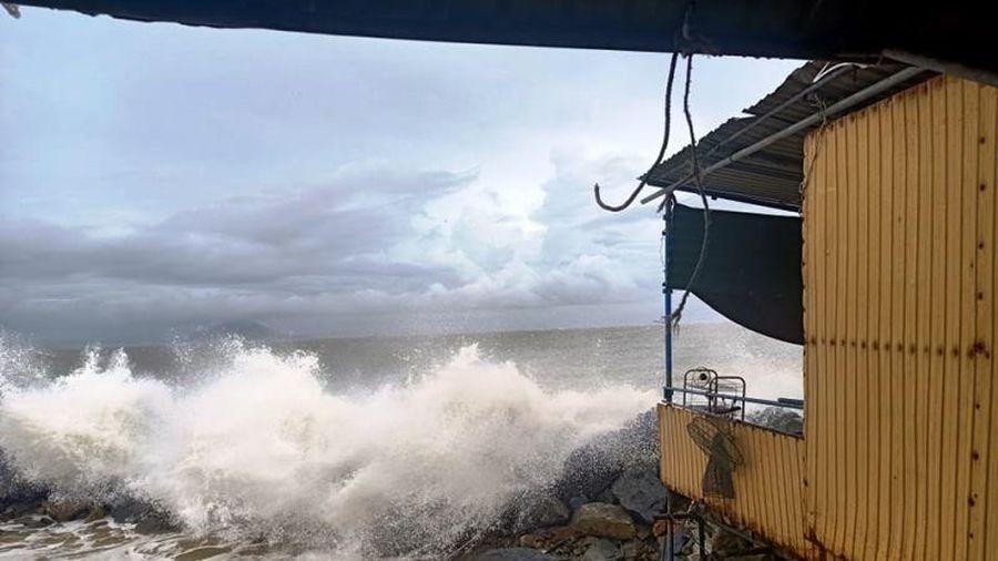 Hàng chục lồng bè mực nhảy ở Hà Tĩnh hư hỏng, đóng cửa vì bão số 5