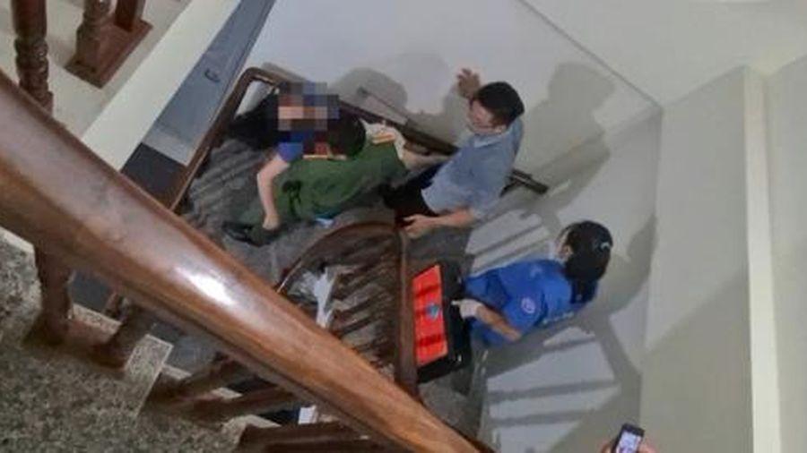 Giải cứu cô gái trong tình trạng nguy kịch nghi tự sát trong phòng trọ khóa trái cửa