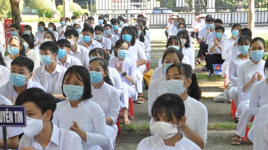 Tan bão số 5, học sinh Quảng Nam lại đi học bình thường