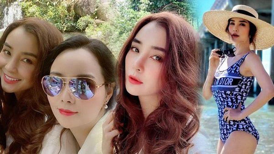 'Cô Trúc' Mai Thu Huyền khoe ảnh gia đình, nhan sắc chị gái ngoài 40 xinh như mộng chiếm sóng