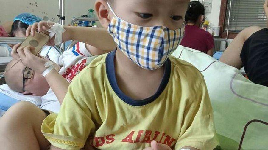 Lào Cai: Xót xa hoàn cảnh cháu bé 3 tuổi bị ung thư máu không còn tiền chạy chữa
