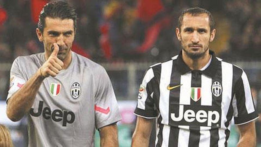 Hàng thủ Juve chưa sẵn sàng trẻ hóa