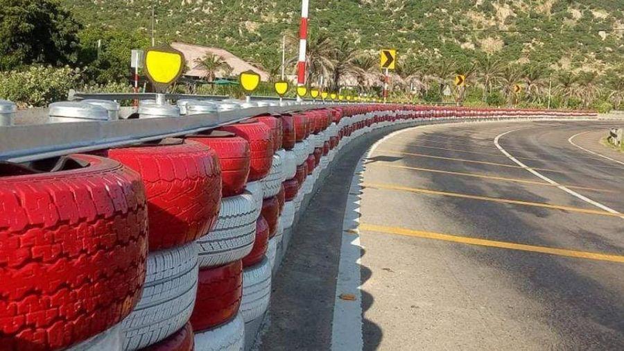 Lắp 145m hộ lan bằng lốp bánh xe trên QL1 qua Bình Thuận