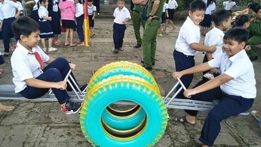 Đoàn Thanh niên Công an tỉnh Tiền Giang thiết kế khu vui chơi cho thiếu nhi
