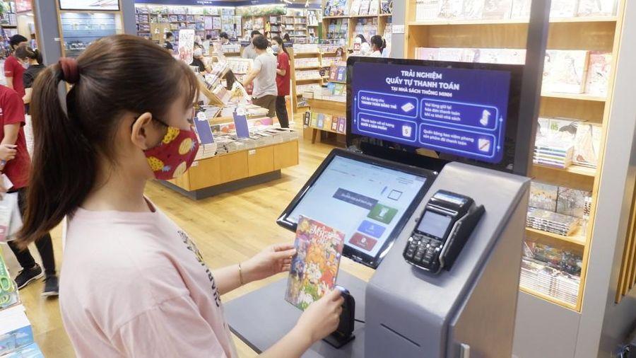Sài Gòn có 'nhà sách thông minh' đầu tiên, bạn biết cách 'check-in' chưa?