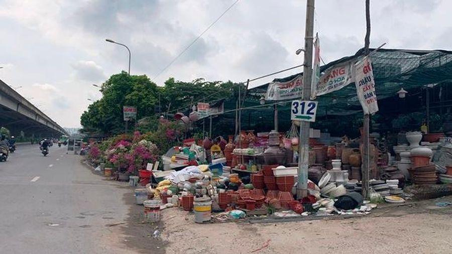 Hà Nội: Vi phạm trật tự đô thị tràn đường Nguyễn Xiển