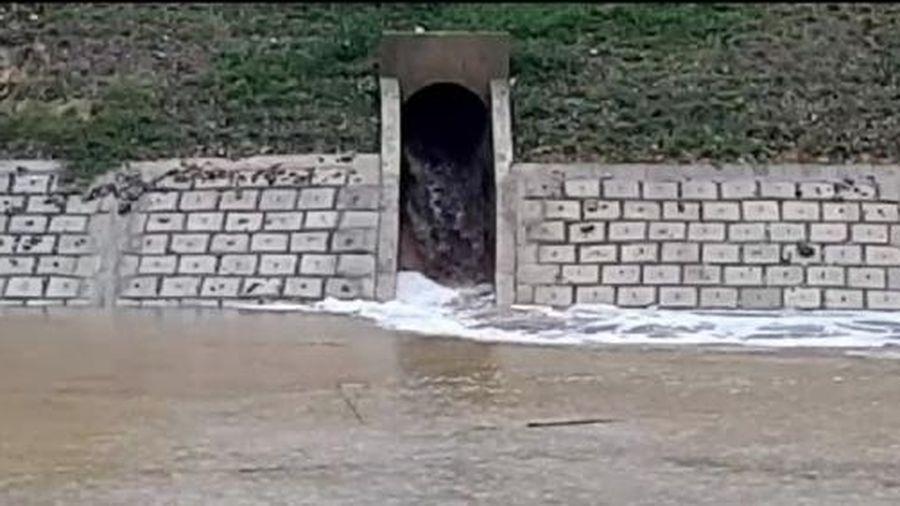 Lợi dụng mưa lũ, Công ty MDF Thanh Thành Đạt xả thải ra môi trường?