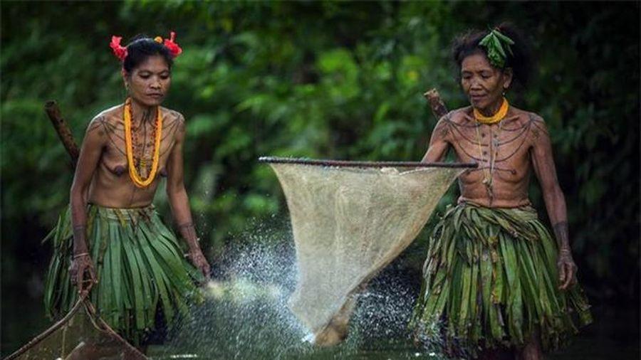 Bộ lạc sống như thời nguyên thủy, biệt lập với cuộc sống hiện đại