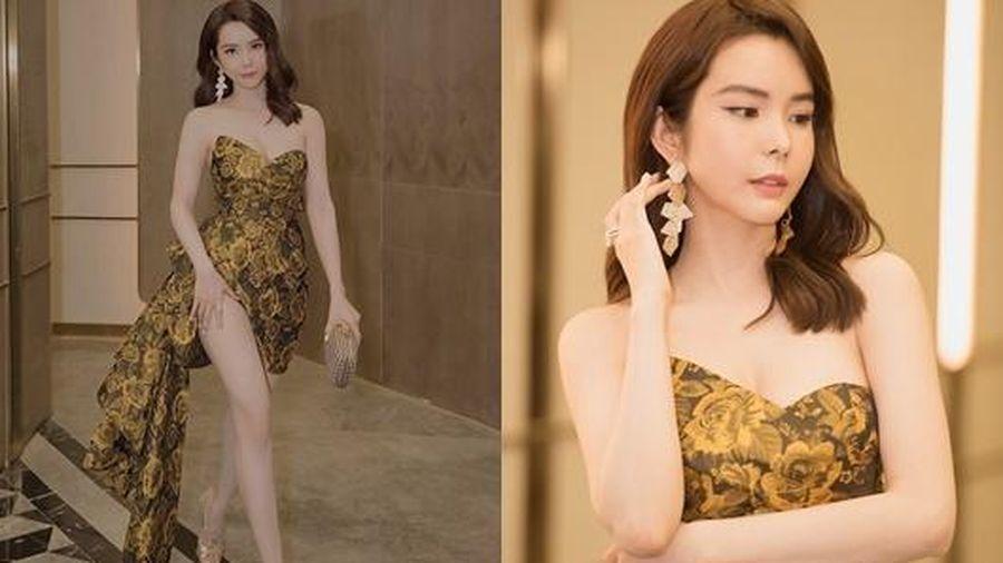 Người đẹp 'siêu vòng ba' Huỳnh Vy diện váy xẻ cao táo bạo dự show thời trang