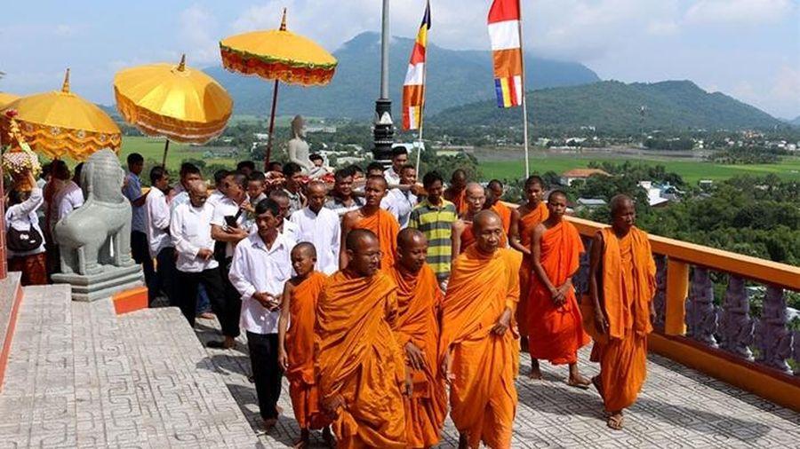 Phum, sóc miền núi Tịnh Biên rộn ràng đón Lễ Sen Đônta
