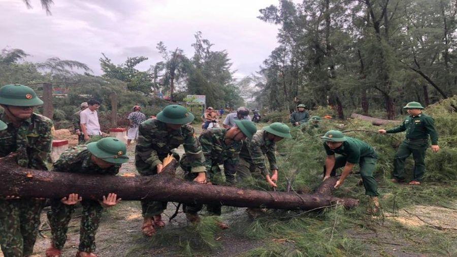 Phó Thủ tướng Chính phủ chia sẻ và thăm hỏi những người bị ảnh hưởng do bão số 5