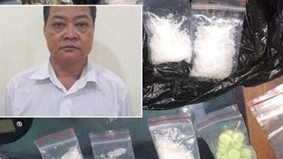 'Soi' bộ dụng cụ sử dụng ma túy của Phó Hiệu trưởng