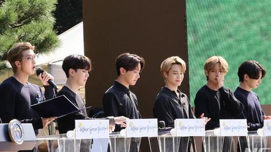 BTS trở thành 'hắc kỵ sĩ' tại Nhà xanh của Tổng thống Hàn Quốc