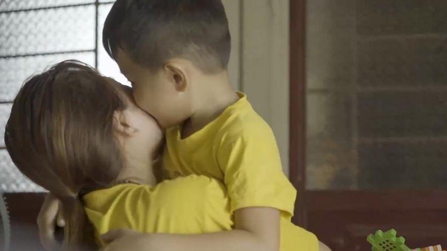 Bị bạn trai phụ bạc, cô gái trẻ làm mẹ đơn thân năm 18 tuổi và khao khát 'tìm cha cho con' khiến nhiều người xúc động
