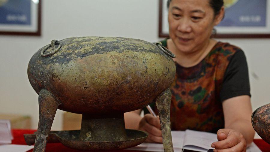 Ngày mưa gió xì xụp ăn lẩu quả là nhất nhưng chị em có biết món này đã 2000 năm tuổi?