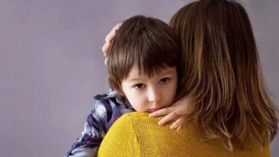 Con hỏi 'Nhà mình có nghèo không mẹ?', cách mẹ trả lời làm con 10 năm sau khác rõ rệt