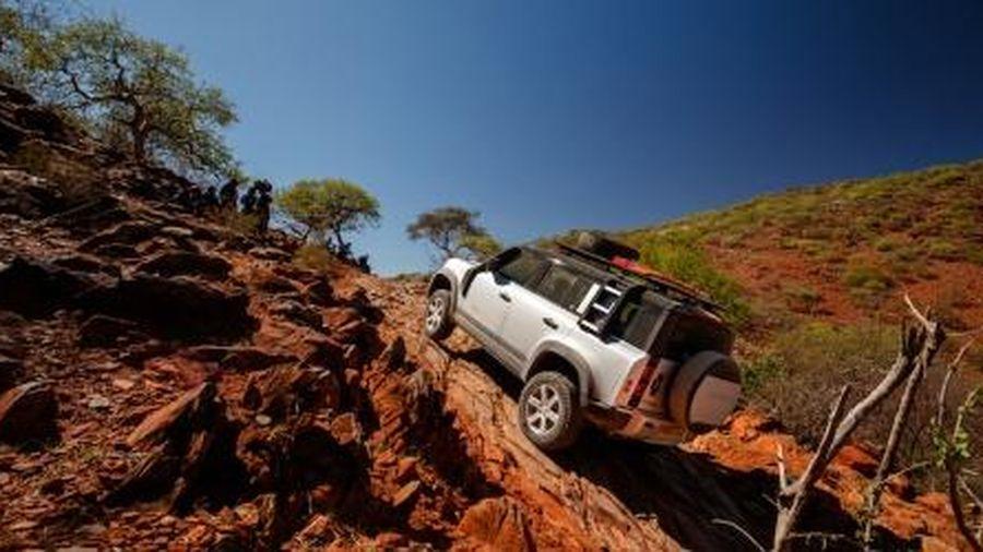 Mua Rover Defender, khách hàng phải chờ 6 tháng mới được nhận xe