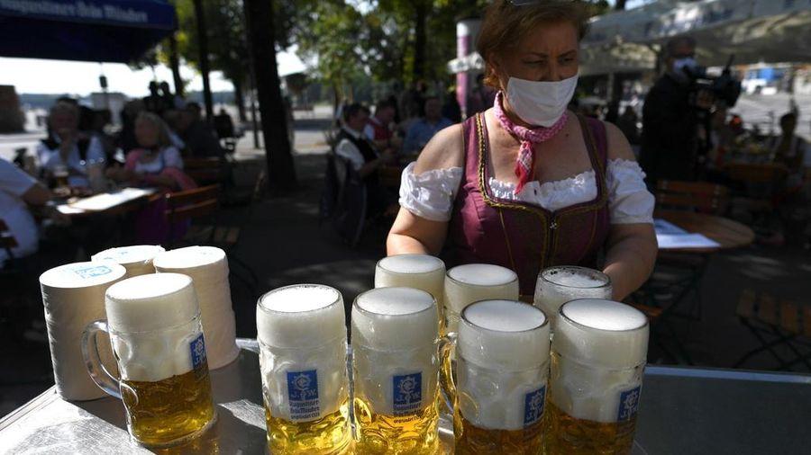 Lễ hội bia Đức lừng danh vẫn diễn ra, nhưng thiếu đi 6 triệu du khách