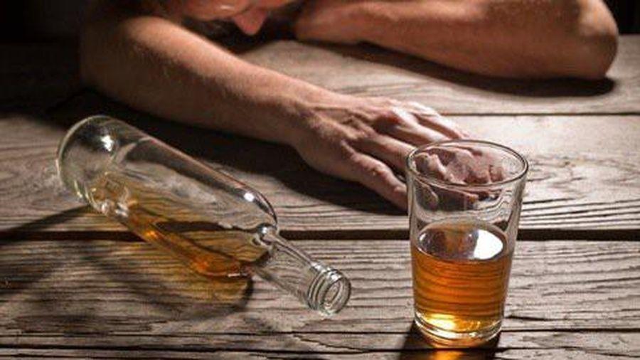 Mỗi ngày uống nửa lít rượu, người đàn ông Quảng Ninh mắc 2 loại ung thư 'hiểm'