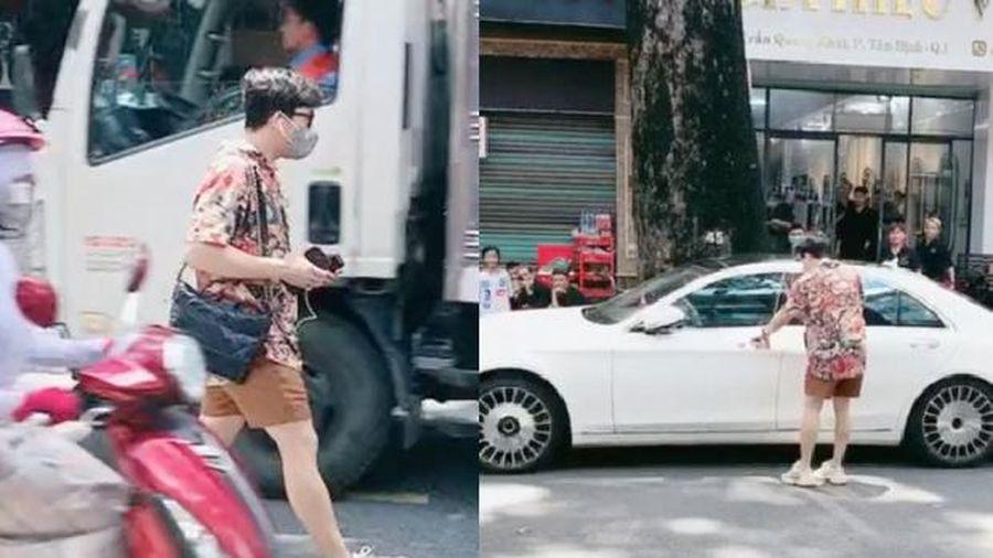 Trấn Thành thong dong bước sang đường, nghi vấn phớt lờ đề nghị chụp ảnh cùng fan