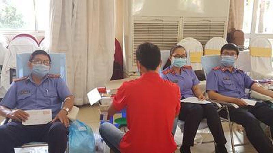 VKSND tỉnh Tiền Giang hiến máu cứu người
