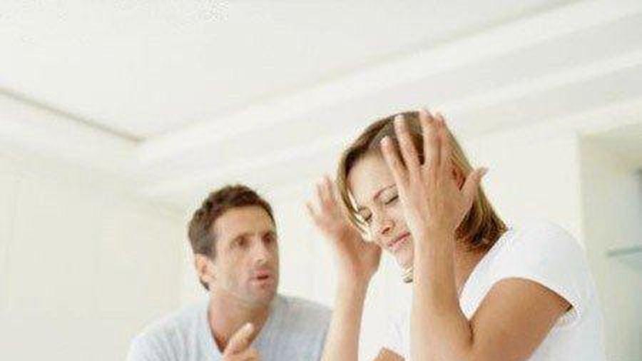 Chồng nhập viện vì ép vợ nói 1000 lời yêu mỗi ngày