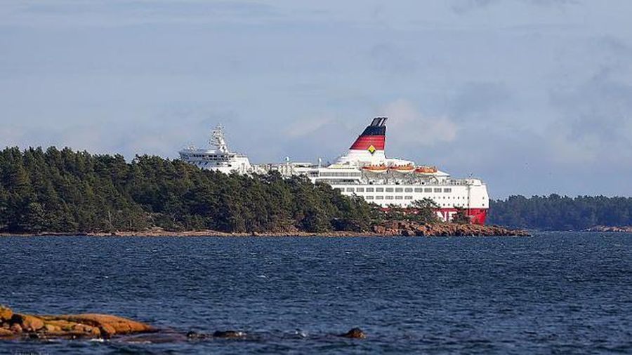 Phà chở 300 người bị mắc cạn trên biển Baltic