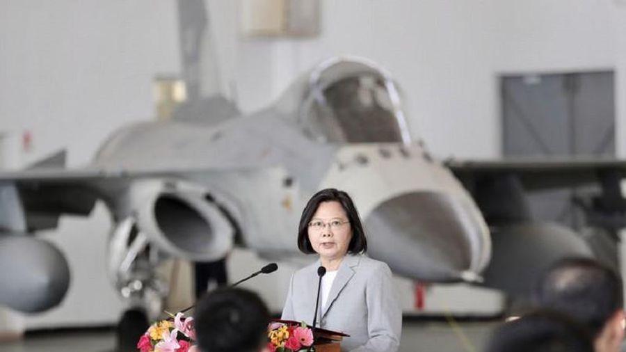 Bà Thái gọi phi công chặn máy bay Trung Quốc là anh hùng