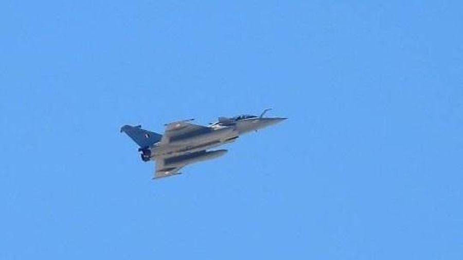 Ấn Độ thử nghiệm tiêm kích Rafale ở khu vực tranh chấp với Trung Quốc