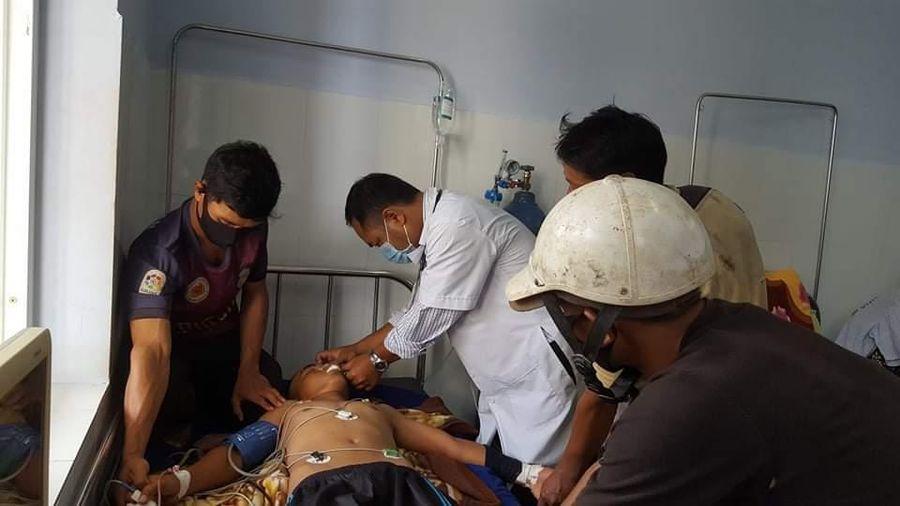 Đi cắt lúa, 3 người bị sét đánh thương vong