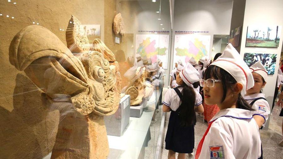 Thăm bảo tàng 'hoành tráng' vừa khánh thành chào mừng ĐH Đảng bộ tỉnh Yên Bái