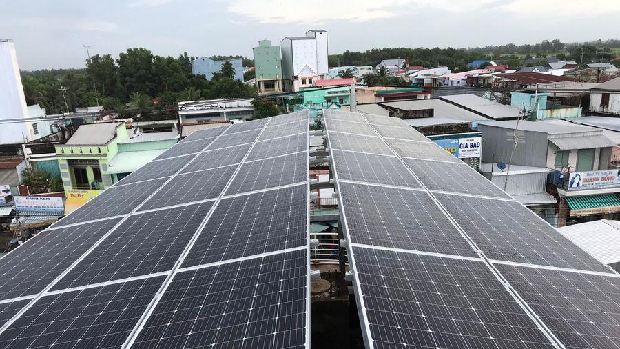 Phát triển năng lượng sạch: Tiềm năng và thách thức