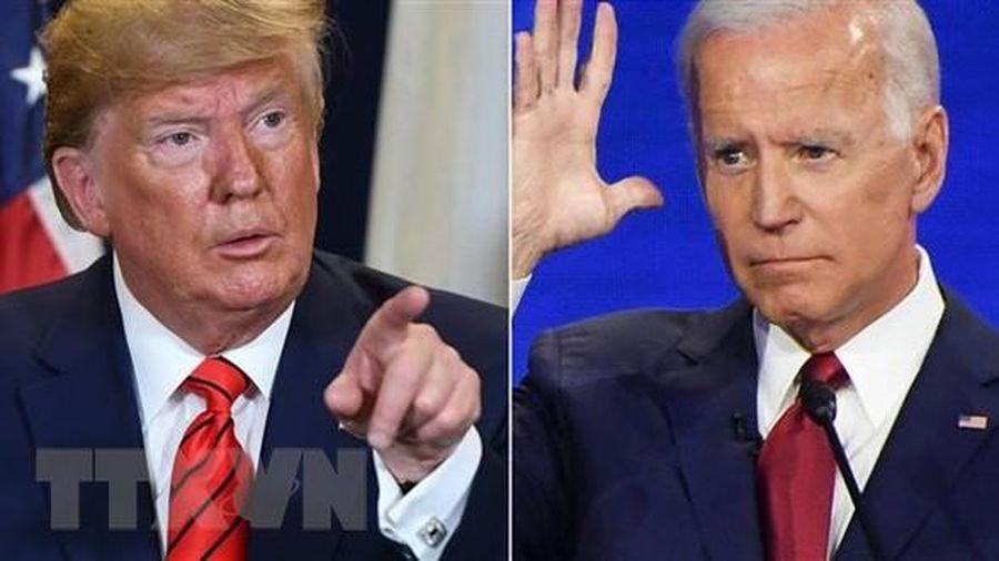 Các ứng viên Tổng thống Mỹ tăng tốc tại các bang chiến địa
