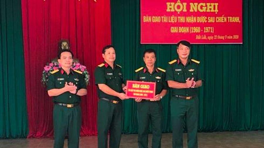 Bộ Chỉ huy Quân sự tỉnh Khánh Hòa nhận tài liệu còn sót lại sau chiến tranh tại Đắk Lắk