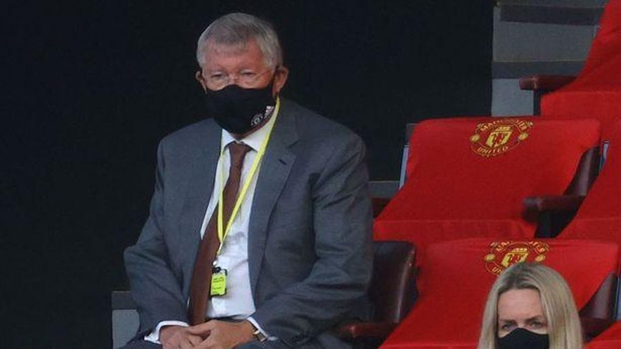 HLV Solskjaer vượt qua huyền thoại Sir Alex Ferguson tại MU