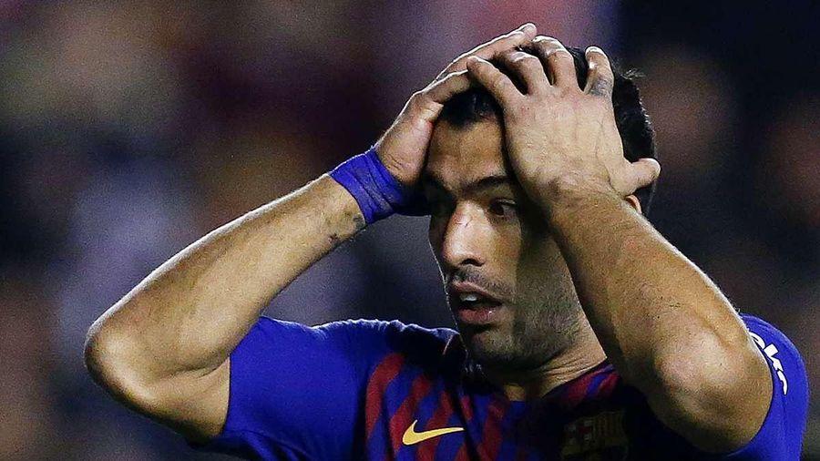 Suarez tức giận vì bị Barca ngáng đường sang Atletico