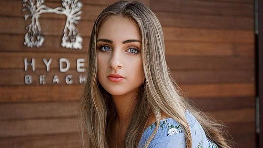 Nhan sắc tuyệt trần ở tuổi 14 của 'cô bé xinh nhất thế giới'