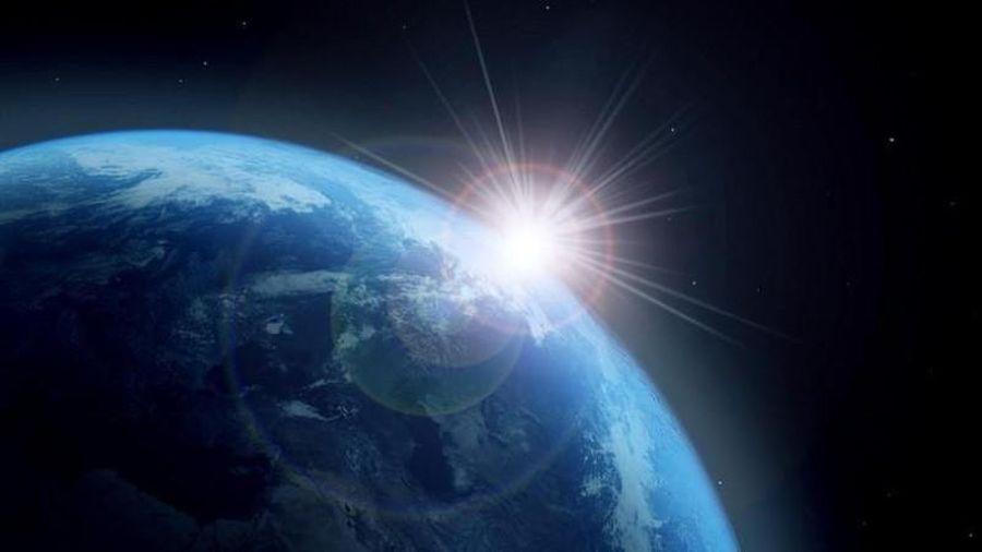 Trái đất di chuyển xuyên qua đám mây bụi phóng xạ