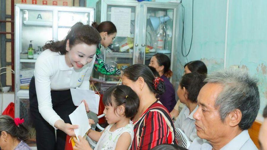 Hoa hậu Doanh nhân thành đạt Vũ Thúy Nga mang Trung thu sớm đến với trẻ em tàn tật