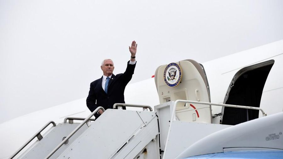 Chuyên cơ Phó Tổng thống Mỹ quay đầu vì đâm phải chim