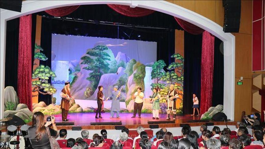 Nỗi niềm sân khấu xã hội hóa ở TP Hồ Chí Minh - Bài 1: Bấp bênh điểm diễn