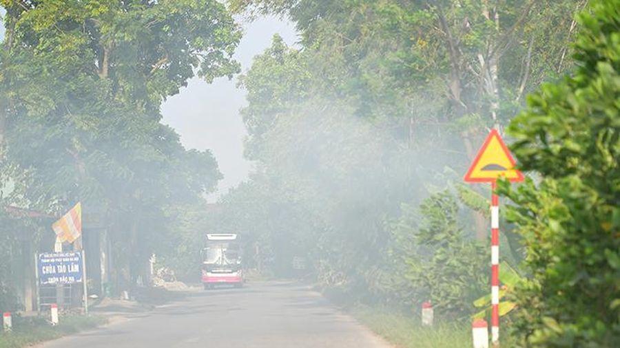 Nông dân đốt rơm rạ, khói mù mịt bủa vây sân bay Nội Bài