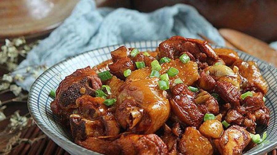 Om thịt gà với thứ này đảm bảo gà thơm ngon, vị thơm hấp dẫn