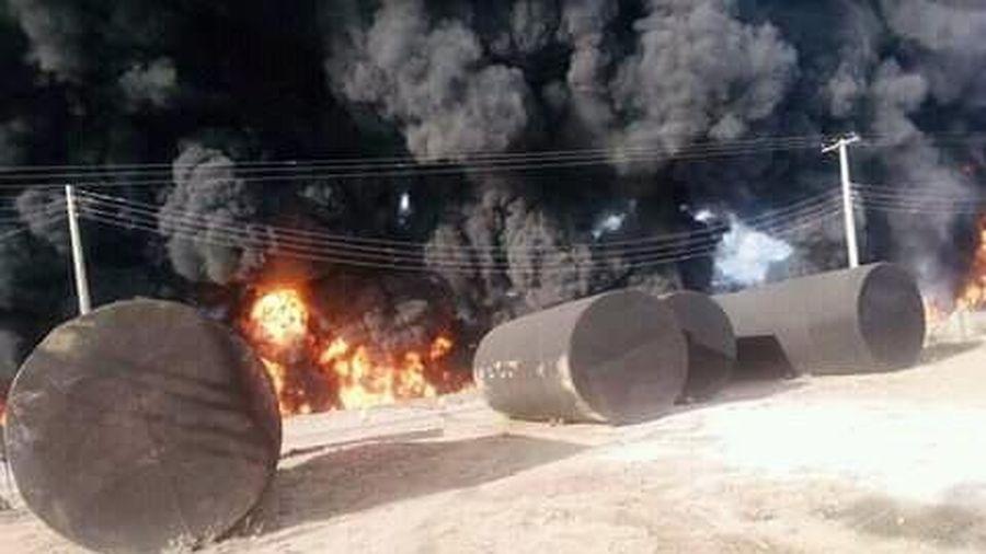 Nổ xe bồn chở xăng tại Nigeria, lo ngại nhiều người thiệt mạng