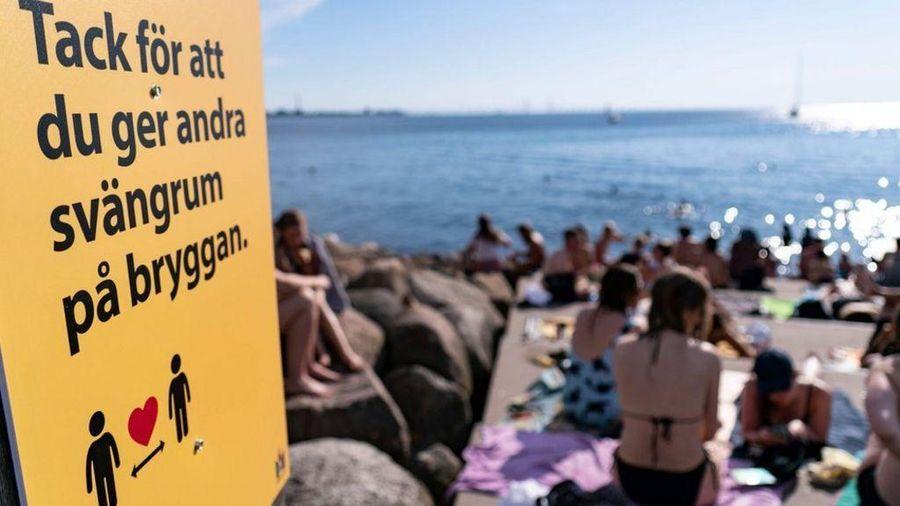 Người Thụy Điển trở lại tiệc tùng, số ca nhiễm tăng vọt
