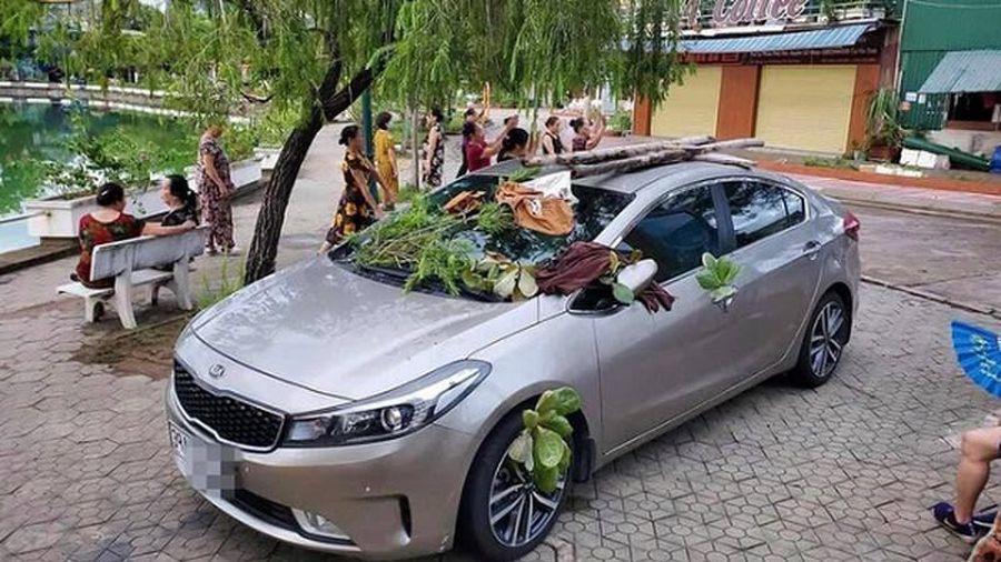 Đỗ ô tô không đúng chỗ, tài xế 'tái mặt' khi nhìn thấy điều này