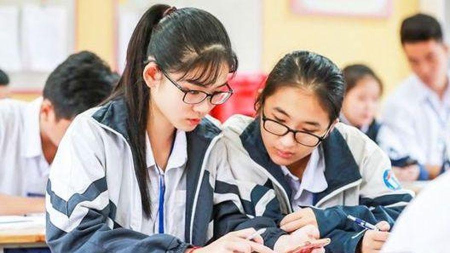 Các nước có 'cởi mở' chuyện học sinh sử dụng điện thoại trong lớp học?