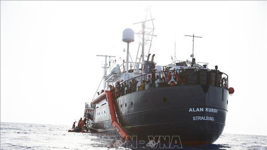 Tàu Alan Kurdi chở 125 người di cư được phép cập cảng của Italy
