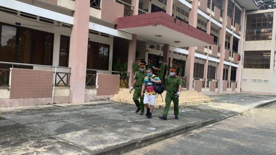 Công an Tây Ninh bàn giao 40 người Trung Quốc nhập cảnh lậu